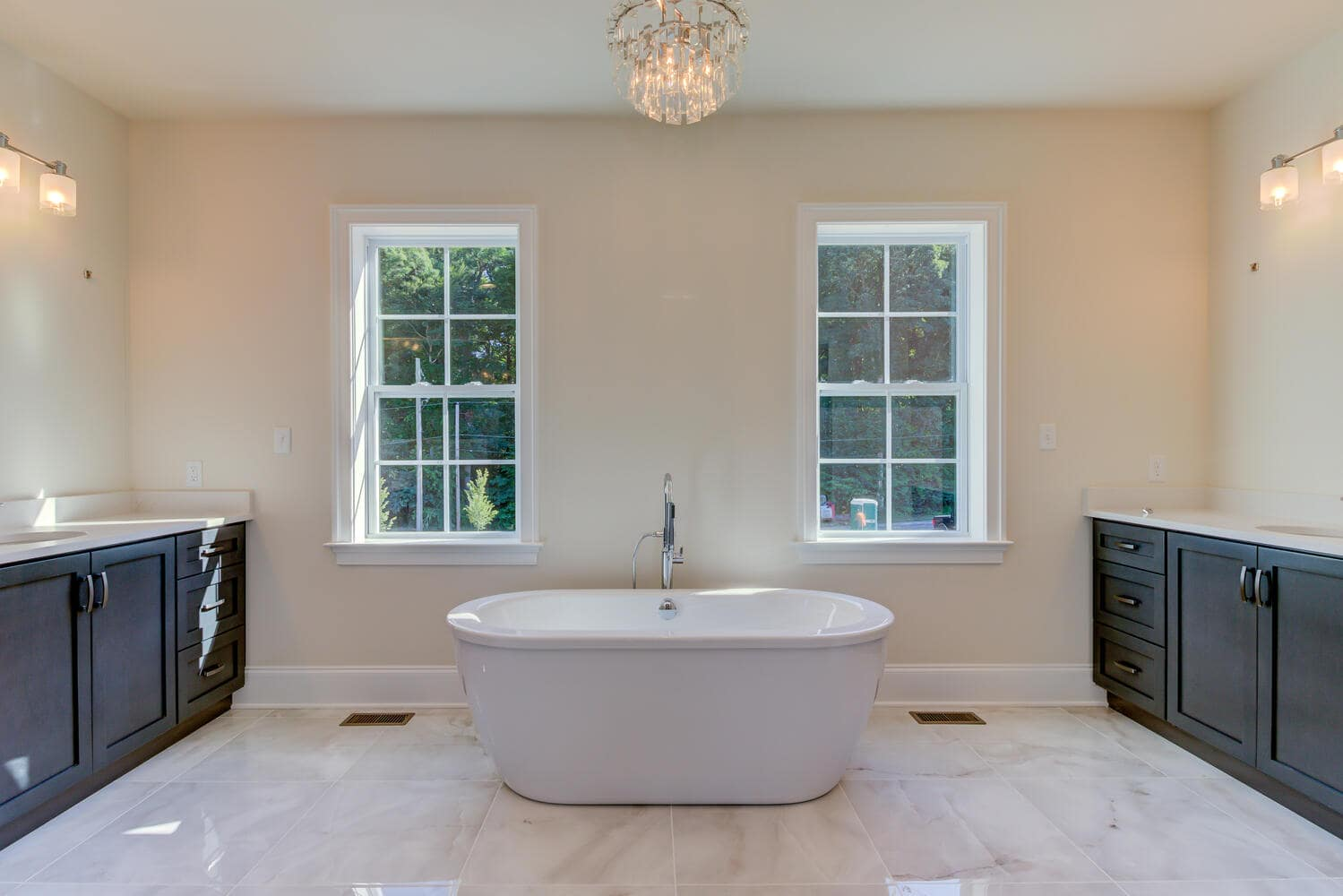 Bathroom tub in a new home from Bentley Homes.